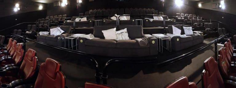 Ikea transformera plusieurs cinémas pour en faire votre salon.