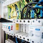 Apprenez les bases de l'électricité industrielle grâce à une formation