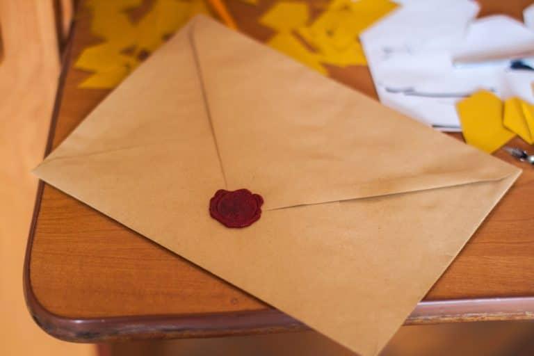 Comment les enveloppes personnalisées peuvent contribuer à améliorer l'expérience client?