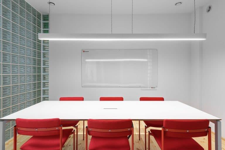 Cloisons acoustiques : isolation phonique du sol au plafond