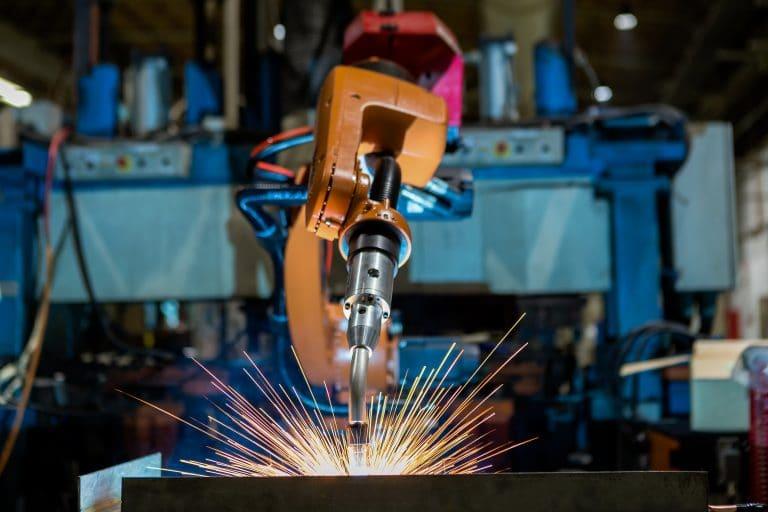 Soudage robotique ou soudage manuel : Avantages et inconvénients